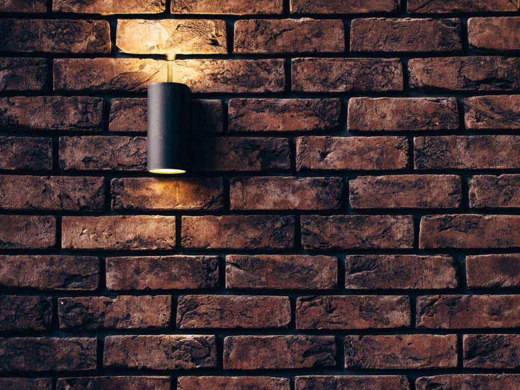 geur uit muur verwijderen